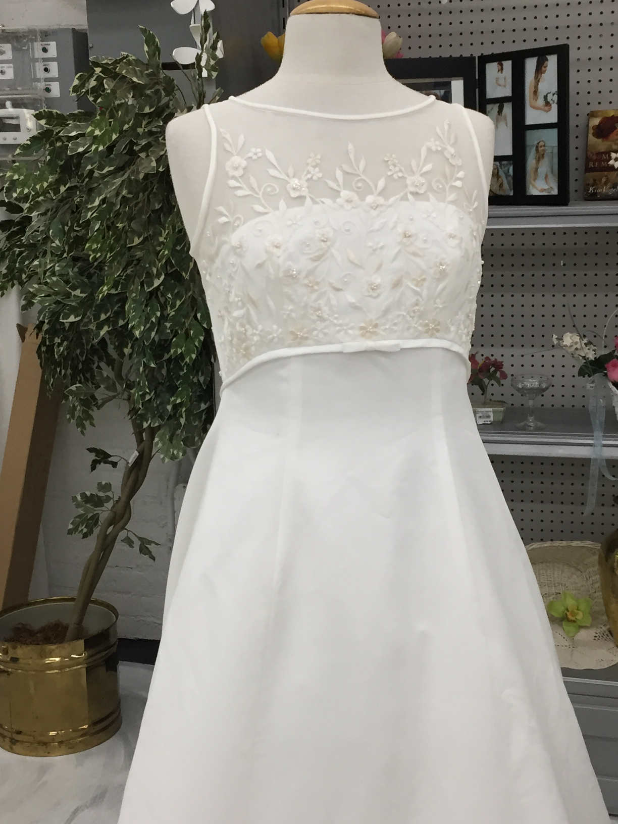 SleevelessWeddingDress